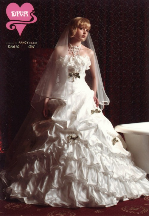 (花嫁衣裳)(ウェディングドレスレンタル)(貸衣裳)ウェディングドレス 585